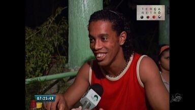 Terca Retro mostra passagem de Ronaldinho Gaucho e Roberto Carlos por Fortaleza - Pentacampeão estiveram de ferias na cidade no ano de 2002.