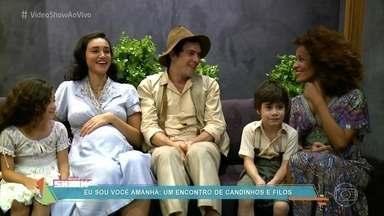 Crianças que interpretam Candinho e Filó conhecem Sergio Guizé e Débora Nascimento - Atores mirins se encontram com os intérpretes dos personagens já adultos na novela 'Êta Mundo Bom!'