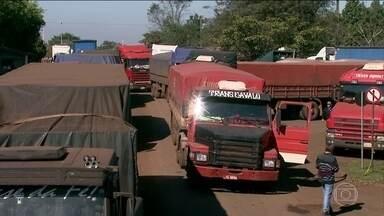 Protesto de auditores fiscais no Porto de Santos causa prejuízo de R$ 200 milhões - As paralisações nas vistorias de cargas começaram há duas semanas. Cerca de 4 mil contêineres estão parados. Segundo o sindicato da categoria, 70% dos auditores aderiram ao movimento.