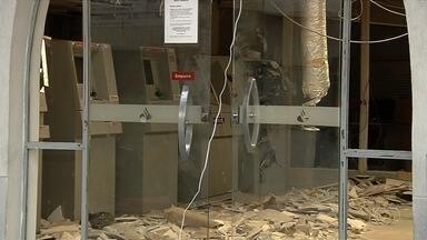 Mais de 40 caixas eletrônicos foram alvo de explosões este ano, em Goiás - Moradores que precisam usar os equipamentos para tirar dinheiro afirmam que estão com medo.