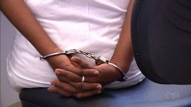 Mulheres são presas ao tentar entrar com drogas em presídio de Luziânia - Na cidade, a cada dez mulheres detidas, nove têm envolvimento com tráfico de entorpecentes.