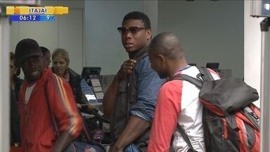 Sem perspectiva, haitianos começam a ir embora de Navegantes - Sem perspectiva, haitianos começam a ir embora de Navegantes