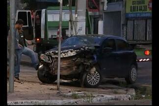 Carros se envolvem em acidente na avenida José Malcher, em Belém - Veículos colidiram na madrugada desta sexta, 22.