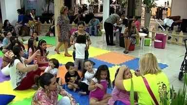 Espaço recreativo em GO proíbe os smartphones: criança só pode brincar! - O celular só serve se por para tirar foto. Entre as brincadeiras, tem desenho, pintura e até pique.