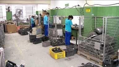 Cooperativa registra queda de recebimento de lixo eletrônico para reciclagem - A cooperativa tem capacidade para receber 100 toneladas de lixo eletrônico por mês, mas em junho foram só 14 toneladas.