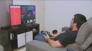 'Facilite' mostra dispositivos que podem transformar a televisão comum em uma Smart TV - As televisões com esta tecnologia oferecem diversos aplicativos que podem facilitar a vida do consumidor.