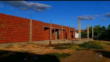 Moradores do Quati 2 reclamam de obra abandonada no bairro - Trata-se da construção do Centro de Distribuição de Alimentos
