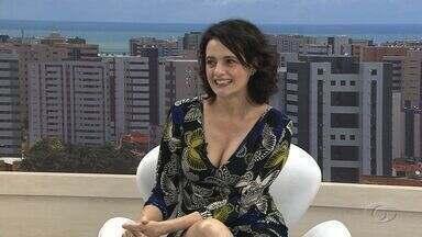 Denise Fraga está em Maceió para o espetáculo Galileu Galilei - Atriz falou sobre a peça no estúdio do AL TV.
