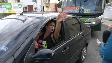Motoristas perdidos no primeiro dia de mudança de mão em 9 ruas perto do Engenhão - Agentes de trânsito deram orientações. A partir de agora, mais mudanças vão acontecer para a Olimpíada.