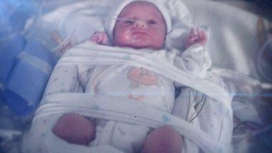 Bebê nasce depois de quase quatro meses de morte cerebral da mãe - Mãe teve um aneurisma hemorrágico e foi diagnosticada com morte cerebral. Direção do hospital em Lisboa decidiu tentar o possível para que o bebê tivesse chance de nascer.