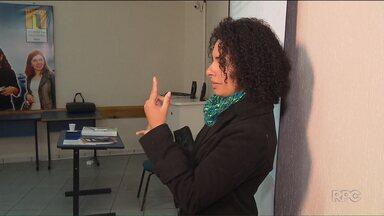 Mutirão oferece 500 vagas de emprego para pessoas com deficiência, em Curitiba - Na capital, algumas instituições oferecem cursos de capacitação de graça para pessoas que tenham algum tipo de deficiência.