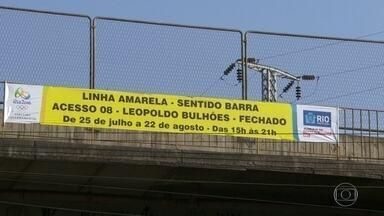 Justiça proíbe Prefeitura de multar em R$ 1.500 motorista que invadir faixa olímpica - Nesta segunda-feira, novas interdições aconteceram no trânsito, a maioria na Linha Amarela.