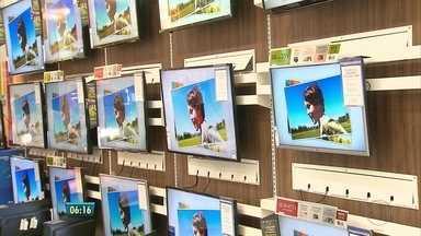 Série explica transição da TV analógica para a digital - Daqui a um ano, sinal analógico deverá ser desligado no Grande Recife. Reportagem desta quinta-feira (28) mostra as diferenças entre os dois sinais.