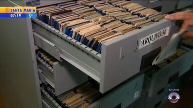 Local de Porto Alegre reúne mais de 80 mil carteiras de trabalho que foram perdidas - Documentos são de várias regiões do estado.