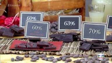 Chocolate brasileiro está entre os melhores do mundo - João Tavares é produtor de cacau na Bahia e exporta para a Suíça e Bélgica. Ele já venceu duas vezes o concurso de melhor cacau do mundo. No palco do 'Encontro', Fátima mostra variações da fruta e conhece o processo de fabricação do chocolate