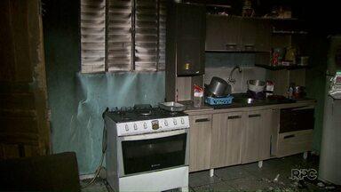 Incêndio destrói parte de casa no bairro Morumbi - O corpo de bombeiros foi chamado para controlar o fogo.
