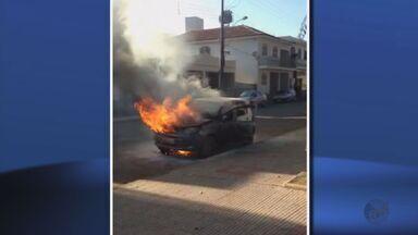 Imagens mostram carros incendiados em cidades do Sul de Minas - Imagens mostram carros incendiados em cidades do Sul de Minas