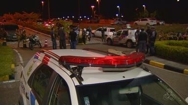 Homem é morto a tiros em estacionamento de shopping, no AM - Crime ocorreu por volta das 19h desta quarta-feira (27).Motivação de homicídio ainda é desconhecida, segundo PM.