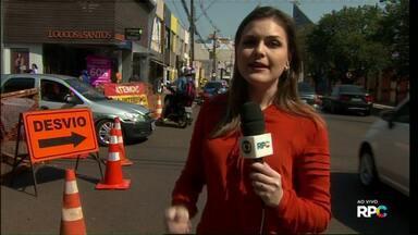 Cruzamento entre as Avenidas Brasil e Carlos Gomes está interrompido para obras - O trânsito deve ficar impedido por pelo menos vinte dias.