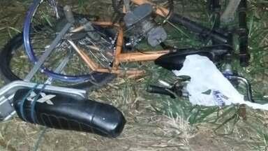 Homem morre ao ser atingido por carro em rodovia em Catanduva - Um homem morreu e o filho dele de seis anos ficou ferido depois de serem atingidos por um carro na rodovia Comendador Pedro Monteleone, em Catanduva (SP). Os dois estavam em uma bicicleta motorizada quando foram atropelados.