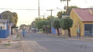 Mulher é baleada na cabeça enquanto dormia em Campo Grande - Uma mulher de 39 anos foi levada para o pronto-socorro de Campo Grande depois de ser baleada na cabeça, na madrugada desta segunda-feira (1º), enquanto dormia.