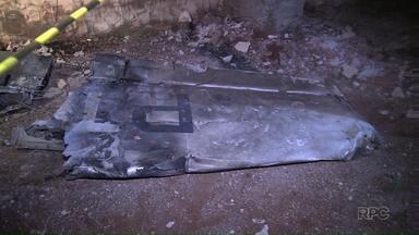 Tragédia em Londrina: avião cai e 8 pessoas que estavam a bordo a aeronave morrem - O acidente aconteceu na noite de domingo. O avião caiu em cima de um barracão. Não havia ninguém no local no momento do acidente. O avião bateu contra um caminhão e ambos pegaram fogo. Os oito tripulantes morreram no local. Os corpos foram encaminhados ao IML e aguardam a liberação.