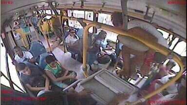Por dias, três mil pessoas pulam roletas de ônibus da Grande Vitória - Todos os 650 mil passageiros pagam pela falta de educação de quem pula as roletas todo dia! O custo desse desrespeito é calculado no valor da passagem.
