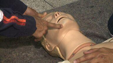 Confira dicas de primeiros socorros - Especialista ensina como agir para ajudar alguém que se engasgou, se feriu ou teve uma parada cardíaca.