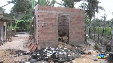 Morre mais uma vítima de ataque em Pirapemas, MA - Morreu nesta segunda-feira (1º) mais uma vítima no ataque na cidade de Pirapemas, a 180 km de São Luís, ocorrido no último dia 20 de julho, onde seis pessoas foram trancadas em uma casa incendiada por bandidos durante uma tentativa de assalto. Rosilene da Silva Santos estava internada em estado grave com mais de 75% do corpo queimado.