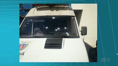 Van que levava presos é atacada por bandidos que queriam libertar detentos - O motorista levou um tiro na cabeça, mas está fora de perigo