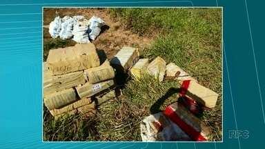 Polícia apreende 764 kg de maconha na área rural de Querência do Norte - Os policiais apreenderam, ainda, uma arma e dois veículos que seriam usados para o tráfico de drogas. Um dos suspeitos foi baleado durante troca de tiros.