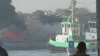 Embarcação pega fogo e assusta passageiros na travessia entre Santos e Vicente de Carvalho - Incidente ocorreu na manhã desta segunda-feira (1°).