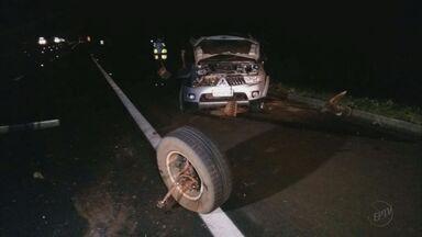 Fazendeiro morre e motorista fica ferido em capotagem em São Simão, SP - Acidente aconteceu na noite desta quarta-feira (3) na Rodovia Anhanguera (SP-330).