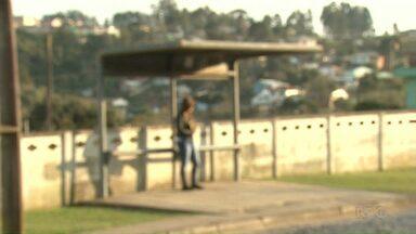 Mulher não entrega celular e é baleada por bandidos - Ela levou um tiro no rosto.