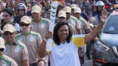 Tocha olímpica passeia pelo Rio e faz a festa de cariocas e turistas - Chama passou por bairros da zona oeste, do subúrbio, centro e zona sul