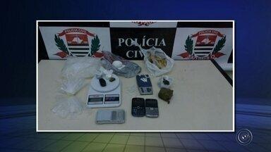 Polícia faz operação em combate ao tráfico de drogas e dois são presos em Itapetininga - A Polícia Civil, por meio de Delegacia de Investigações Sobre Entorpecentes (Dise), deflagrou uma operação nesta quarta-feira (3) para combater o tráfico de drogas em Itapetininga (SP). Durante a ação, dois homens foram presos por tráfico.