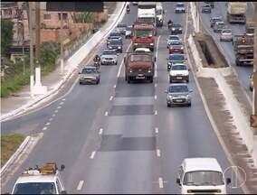 Segundo a PM, 'lei do farol baixo' já reduziu número de acidentes - Muitos motoristas ainda não se acostumaram com a regra, válida para veículos que trafegam em rodovias.