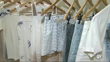 Especialista diz que é preciso acompanhar produção das roupas - Etapas são muitas até o resultado final.