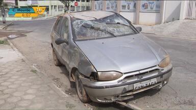 Carro cai em represa e duas pessoas morrem em Rio Branco do Sul - Seis pessoas estavam no veículo.