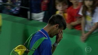 Djokovic é eliminado por Del Potro na estreia e sai da quadra chorando - O dia terminou em lágrimas para o tenista Novak Djokovic. Mesmo com o apoio da torcida brasileira, o sérvio, número 1 do mundo, foi eliminado logo na estreia.