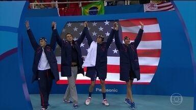 Michael Phelps conquista a 19ª medalha de ouro olímpica - Na natação, Michael Phelps conquistou a primeira medalha no Rio, a 23ª da carreira, a 19ª de ouro. Foi no revezamento 4x100 livre.