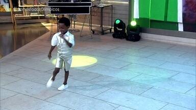 Thawan deu um show de samba no pé na abertura da Olimpíada - Menino de 8 anos fez sucesso ao lado de Wilson das Neves e mostra seu gingado no palco do 'Encontro'