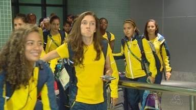 Seleção feminina da Colômbia desembarca em Manaus para a disputa da Olimpíada - Equipe foi recebida no Aeroporto Internacional Eduardo Gomes.