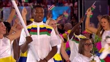 Boxeador da Namíbia é preso por estupro na Vila Olímpica - Jonas Junius, de 22 anos foi porta-bandeira da delegação, na Cerimônia de Abertura da Olimpíada. O atleta é acusado de agarrar e beijar uma camareira, que conseguiu fugir.