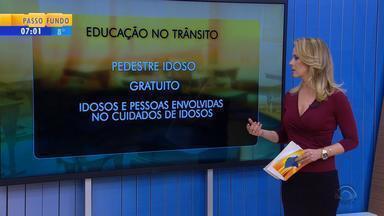 Curso gratuito para orientar idosos no trânsito é realizado em Porto Alegre - Saiba mais informações.