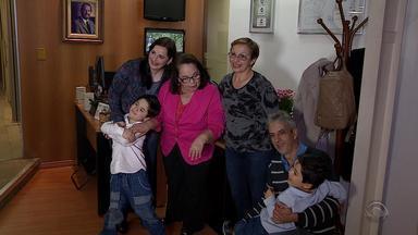 Após cinco anos, família que precisava de UTI visita redação da RBS TV para agradecer - Na época, Elisiane teve que fazer uma viagem de 500 quilômetros até Novo Hamburgo. Ela precisava de uma UTI para os filhos gêmeos, que também corriam risco de vida.