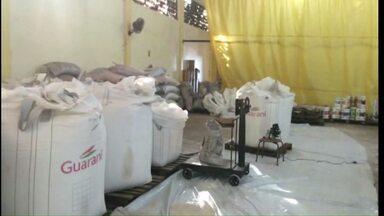 Polícia recupera 37 toneladas de açúcar que seriam desviadas - O motorista do caminhão disse, inicialmente, que se tratava de um roubo.