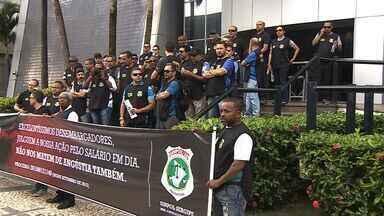 Policiais civis protestam contra parcelamento de salário - Policiais civis protestam contra parcelamento de salário.
