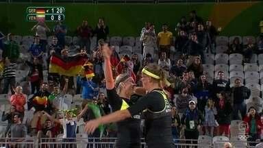 Dupla alemã vence venezuelanas no vôlei de praia feminino - Alemãs venceram por 2 sets a 0