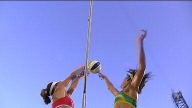 Duplas femininas do vôlei de praia do Brasil vão às semifinais - As duas duplas femininas do brasil chegaram às semifinais do Vôlei de Praia. Pode dar final brasileira em Copacabana.